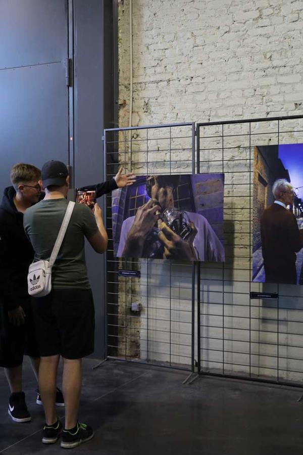 Des affiches qui prennent vie grâce à la réalité augmentée et une simple tablette.