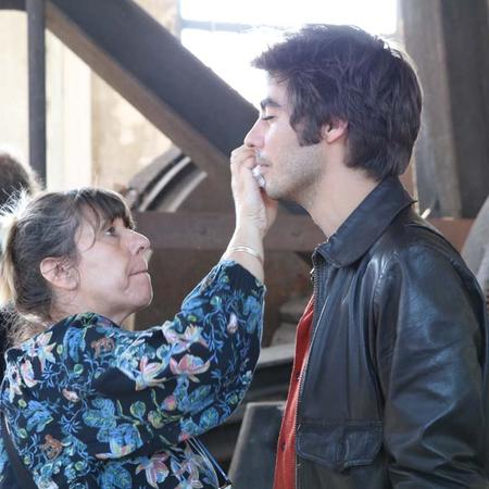 Retouche maquillage entre deux prises pour Vladimir Consigny